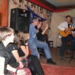 ...a potem jeszcze Piotr zasiadł obok Pawła! I śpiewał.