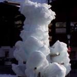 Taki lodowo-mrozowy wytwór artystyczny. Podstawa w górskim strumieniu, konstrukcja - drewniana otoczona lodem. Czy pikne? Oceńcie sami. Ale na pewno ciekawe i niespotykane...