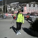 Kasia uśmiechnięta po nartach. Ale nóżki boooolą... ;-)