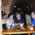 Ika (Irena), Dziadek Władek (Władek), Bogdan - przy stoliku na pierwszej linii.