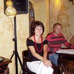Jola Polc - gospodyni, dobra dusza wieczoru. Razem z mężem - Krzysztofem (niewidoczny na zdjęciu).