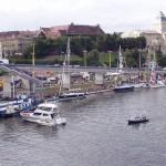 Widok na Wały Chrobrego z mostu.