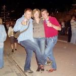 Tańczymy sobie do muzyki THE COMMODORES. Na żywo nam zagrali. No szoł był niesamowity. Tylko co ta szklanka z pyffem robi w mojej ręce? Jakaś prowokacja chyba...