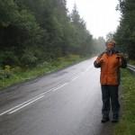 W drodze z Białego Krzyża do Szczyrku. Asfaltem. Właśnie pobieram przez rurę płyn izotoniczny. W górach - NIEZBĘDNY!!!!!