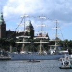 Biała Fregata DAR MŁODZIEŻY przy Wałach Chrobrego w szczecinie. W pełnym słońcu. Piękny widok!!