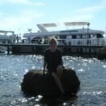 Kasiosyrenka na głazie w porcie w zatoce Shark's Bay.